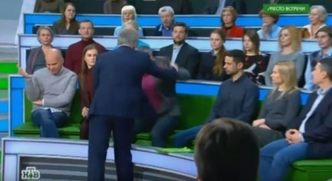 Отработал бабло по полной!!! Украинскому «эксперту» в студии НТВ намяли бока