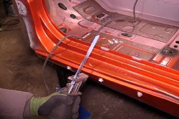 Российский блогер распилил Lada Vesta и проверил кузов на прочность автомобили,водители,ремонт автомобилей