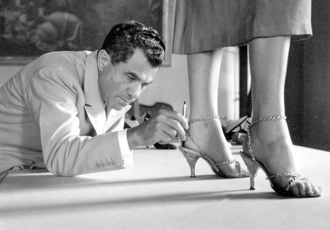 Обувь: история трёх культовых брендов