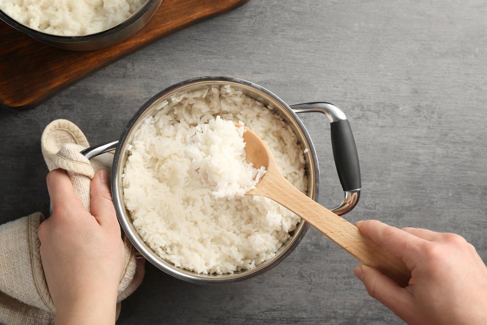 Советы от шеф-повара: как правильно варить рис, чтобы он не превратился в вязкую кашу