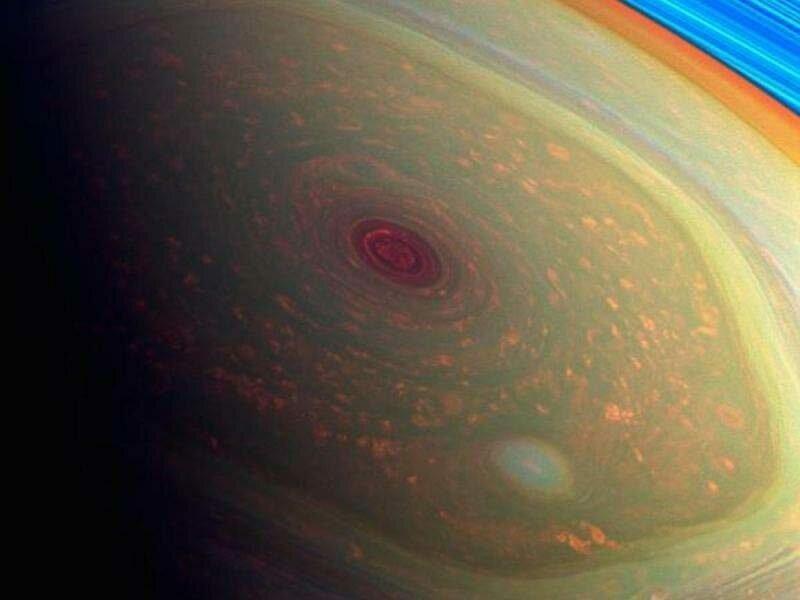 4. Никто не знает, почему на северном полюсе Сатурна есть закрученный шестиугольный вихрь в мире, интересно, наука, познавательно, феномен, фото