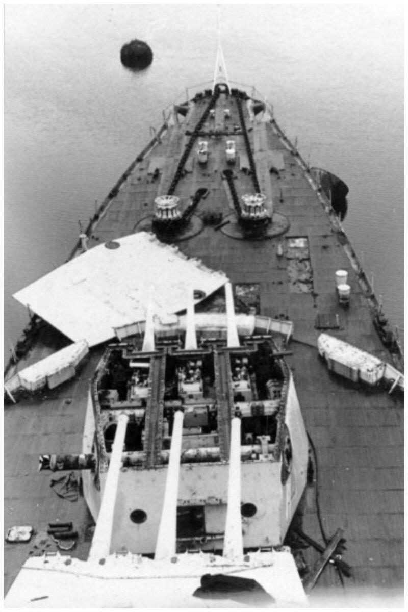 Демонтаж вооружения на крейсере «Адмирал Лазарев» перед отправкой в Аланг, 1991 год Аланг, деньги, интересное, корабли, распил, суда, факты, флот