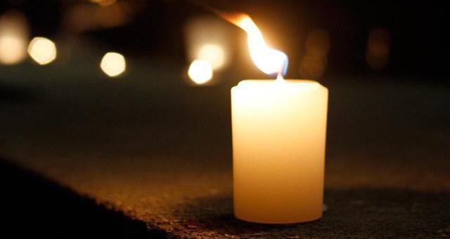 поминальные свечи в церкви