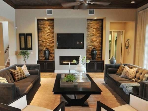 Современный интерьер гостиной с камином в частном доме - фото