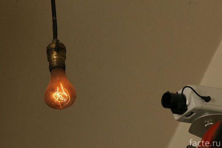 Столетняя лампочка и веб-камера