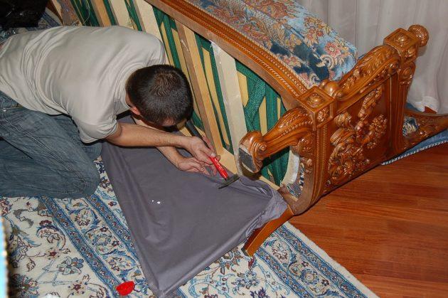 Перетяжка мебели: замена сломанных деталей