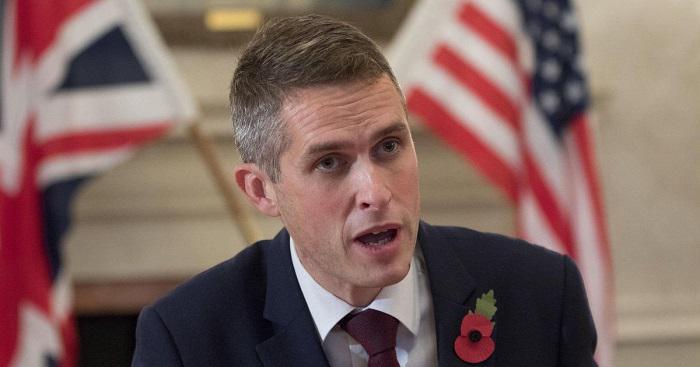 Новый министр обороны Британии Гэвин Уильямсон посоветовал России «отойти и заткнуться»