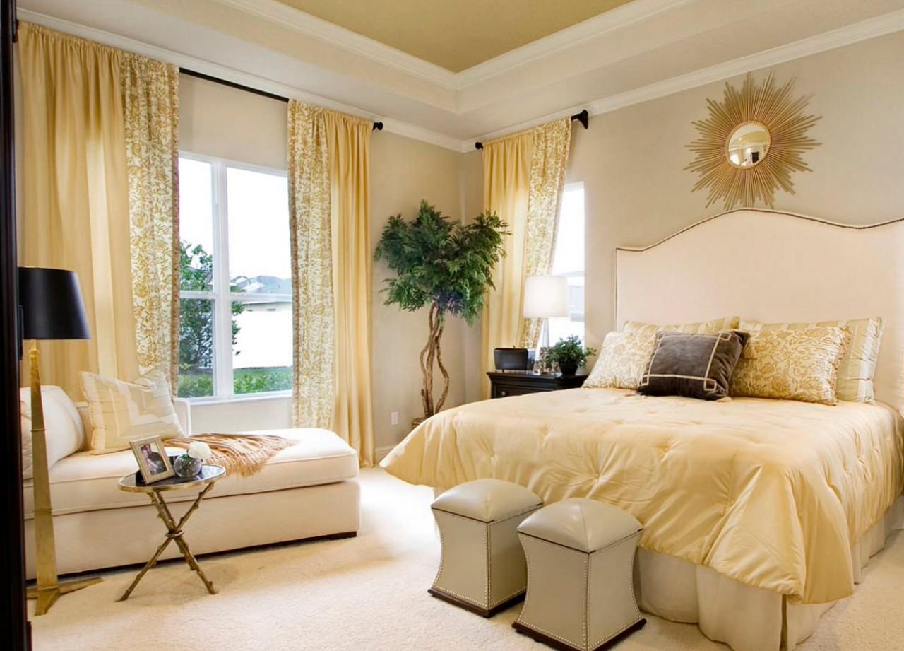 Спальня в золотистых тонах