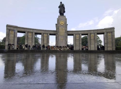 ПАМЯТНЫЕ МЕСТА СОВЕТСКИМ ВОИНАМ В БЕРЛИНЕ.