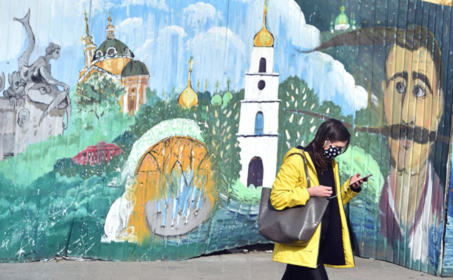 Простые киевляне высказались, нужна ли им российская вакцина от COVID-19