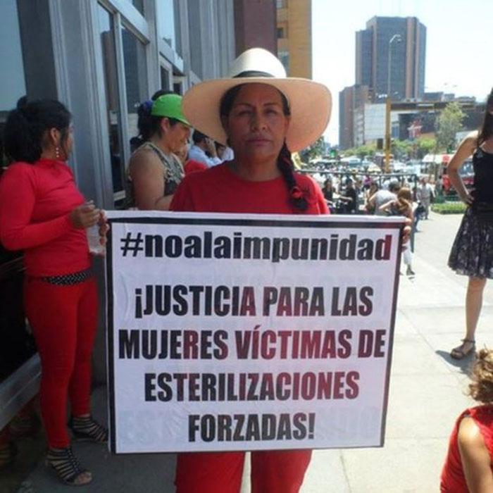 Протестные акции - женщины призывают наказать виновных в принудительной стерилизации.