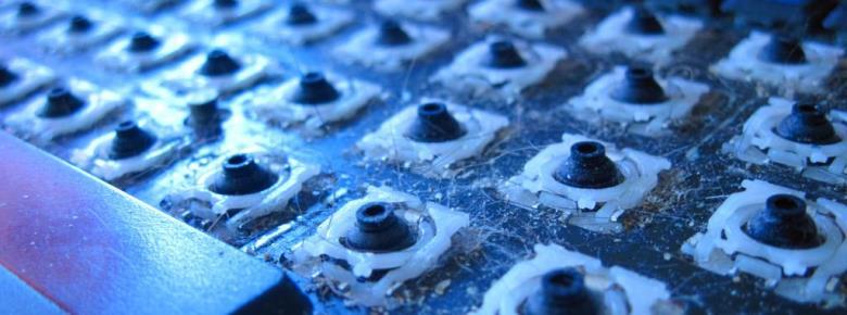 Этот способ подойдёт для запылившейся рабочей поверхности