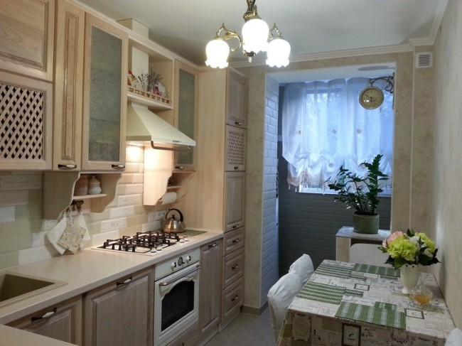 Дизайн угловой классической кухни 8 кв.м. Объединение с балконом