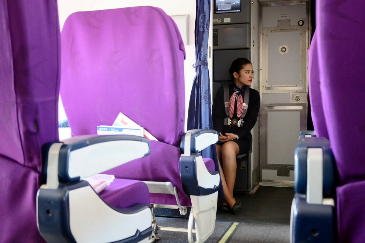 Что делают стюардессы после выхода пассажиров?