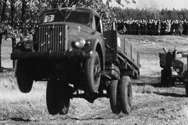 Как во времена СССР государство испытывало грузовые авто. Видео