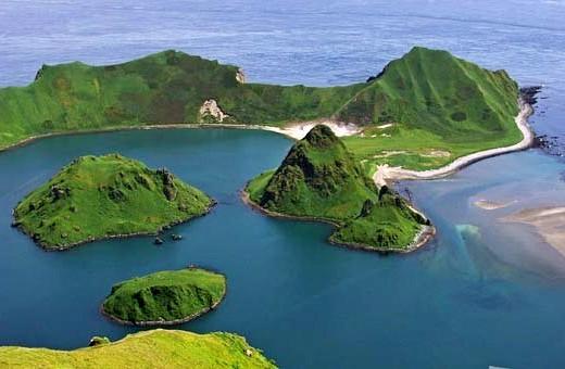 Остров Курильской гряды назв…