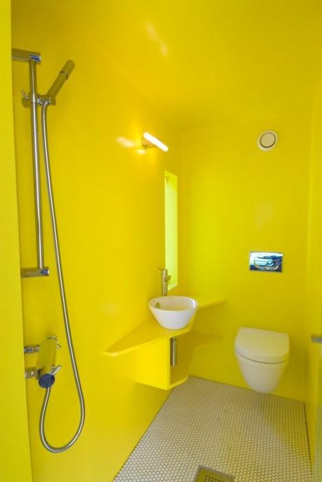 Ярко-жёлтые оттенки в интерьере - очень необычное и смелое решение для ванной комнаты.