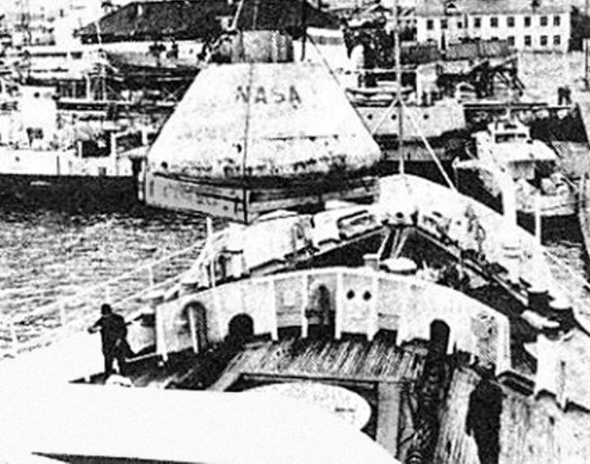 Погрузка капсулы на американский корабль 70-е, СССР, Союз-Апполон