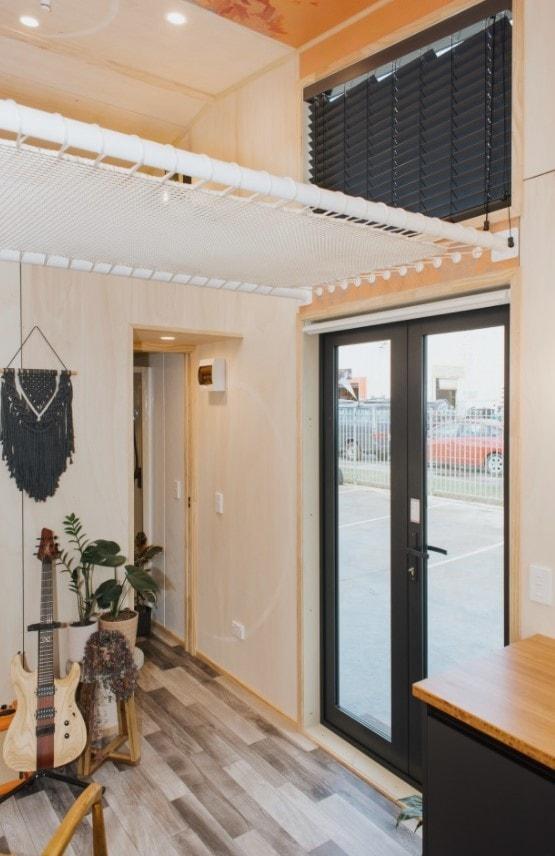 Длина этого дома всего лишь шесть метров. Однако внутри есть все необходимое архитектура,интерьер и дизайн