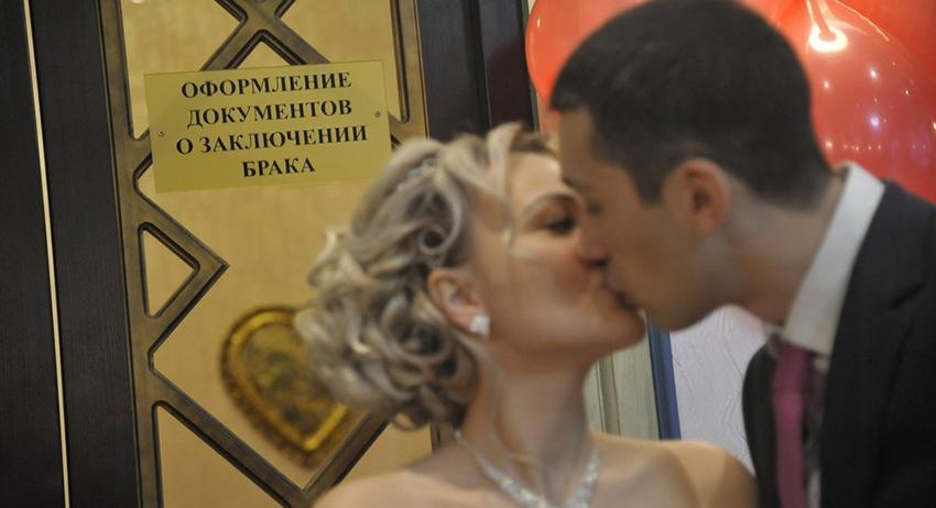 В России предлагают усложнить бракоразводный процесс Госдума,Госдума РФ,депутаты,муж и жена,общество,развод,россияне