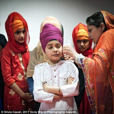 Церемония в храме сикхов в одном из районов Пармы, Италия в мире, дети, жизнь