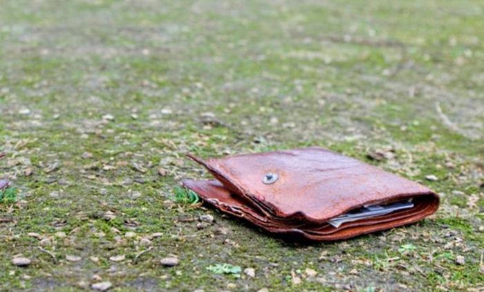 Парень нашел потрепанный кошелек. Он и представить не мог, к чему это приведет