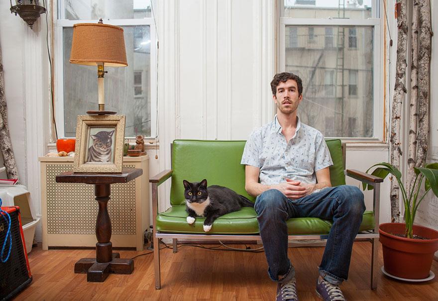 Одинокие мужчины и их котики коты и кошки