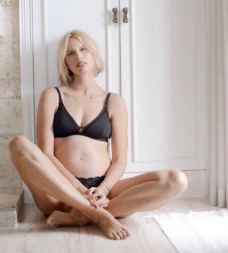Каролина Куркова в третий раз стала мамой Дети,Беременные звезды