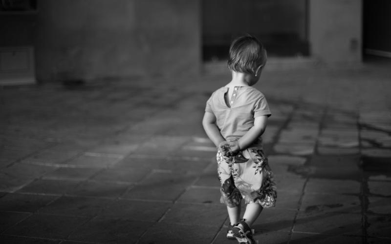 Маленький мальчик шёл по улице и задавал маме один и тот же вопрос…