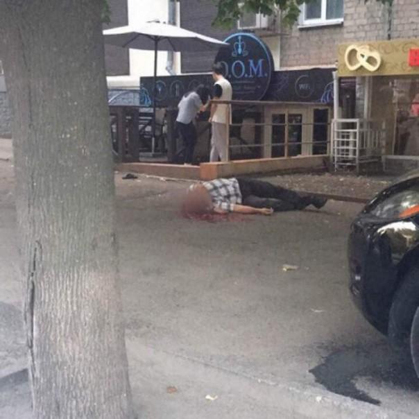 Перестрелка в центре Днепра: двое погибших, пятеро ранены. Среди расстрелянных херой АТЫ, позировавший с отрубленной рукой ополченца