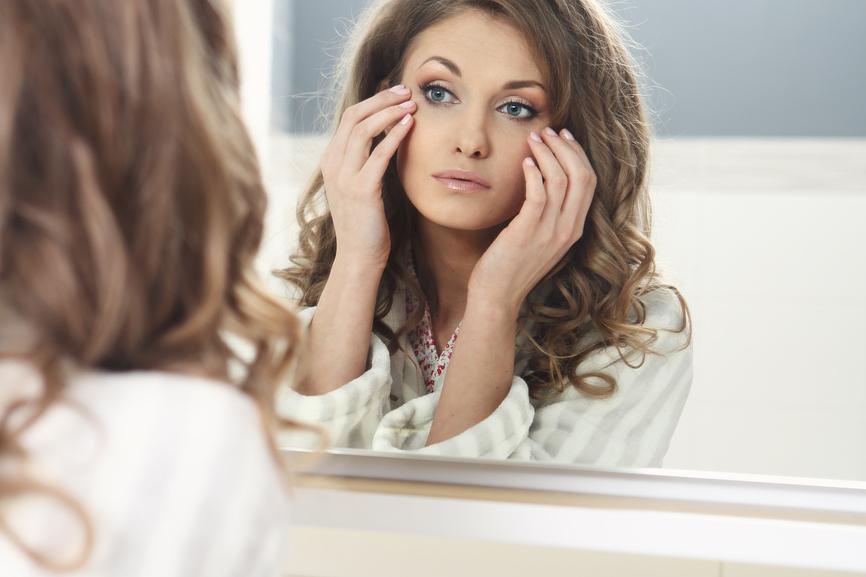 фото женщин перед зеркалом съемка