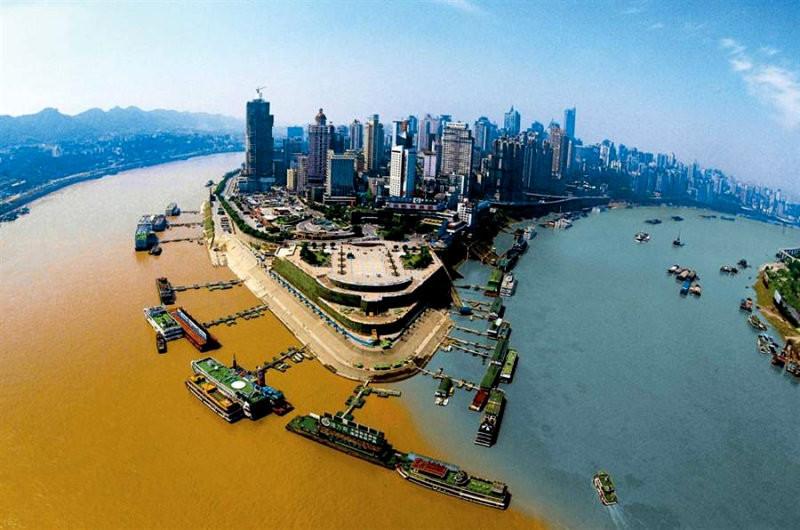 Слияние рек Цзялин и Янцзы в Чунцине, Китай. контраст, природа, реки, слияние