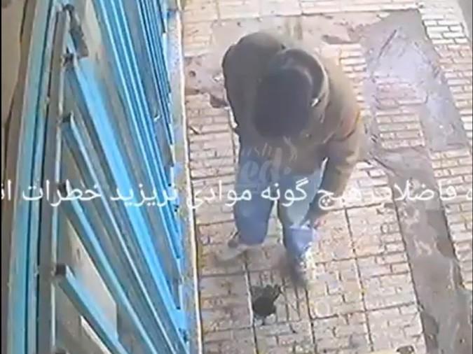 А Минздрав предупреждал: На видео попал взрыв из-за брошенного в канализацию окурка