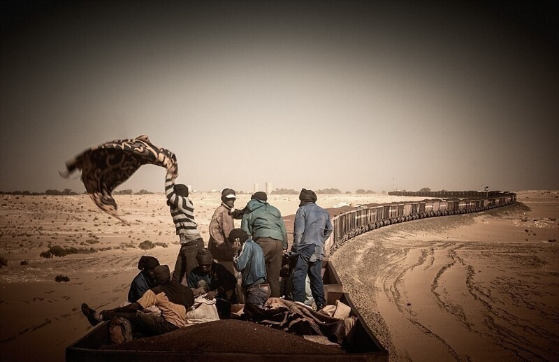 Захватывающее путешествие через Сахару на крыше товарного поезда