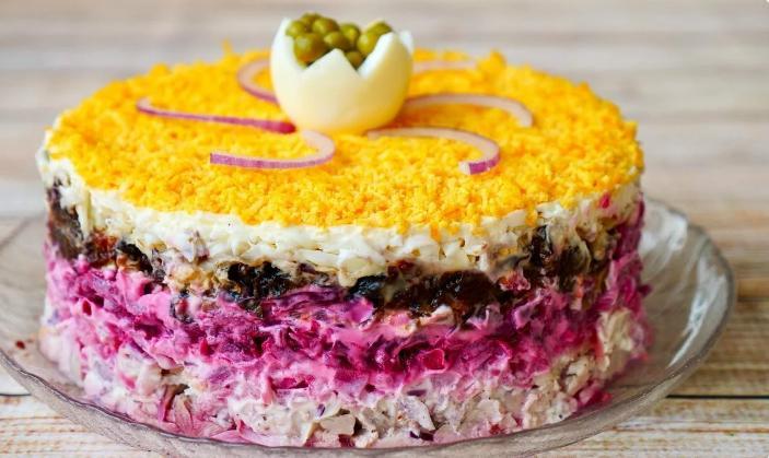 Рецепт обалденного салата «Граф», который составит серьезную конкуренцию «Шубе» и «Оливье»