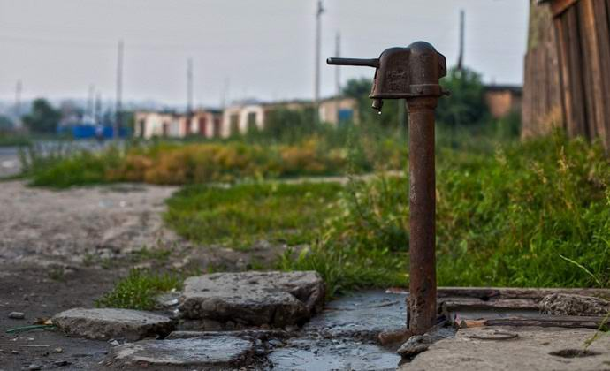 Российское привидение качало из колонки воду