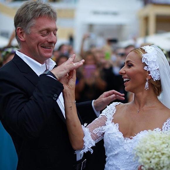У АП нет претензий к Пескову, у чьей жены — Навки, по данным СМИ, есть зарубежный счет