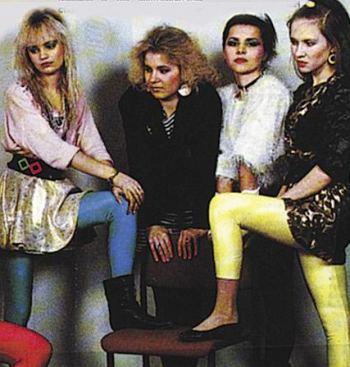Это были лихие 90-е, мы одевались как могли — 13 улетных вещей, которые все носили тогда