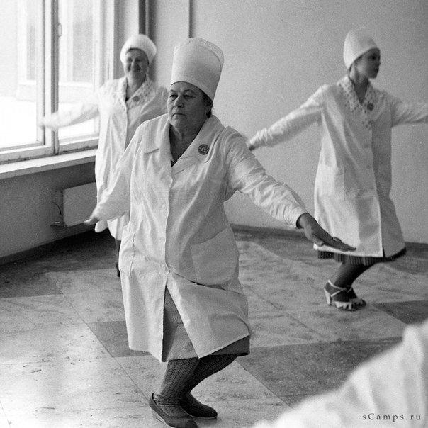 В 70-е годы появились специальные выпуски гимнастики по радио, например Утренняя зарядка для детей (в 7ч.10 мин); «Производственная гимнастика» (в 11.00). зарядка, здоровые, интересное, радио, факты