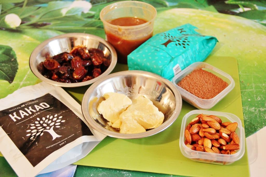 Готовим домашний шоколад с миндалем и финиками десерты