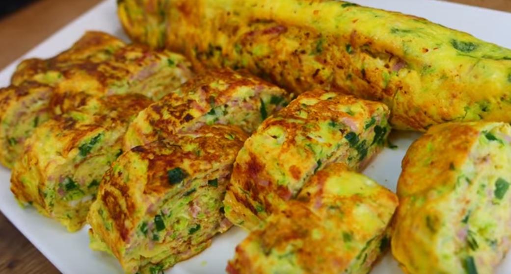 Вкусная яичница с кабачками к завтраку