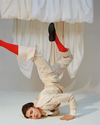 """Прослушивание в цирк: дочь Энди Макдауэлл Маргарет Куэлли снялась в новой """"акробатической"""" фотосессии Фотосессии"""