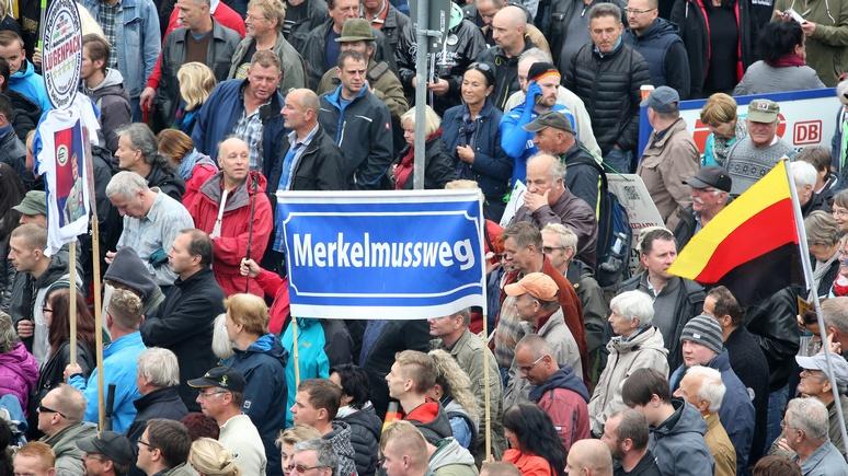 Путин в Германии остановил толпу фото