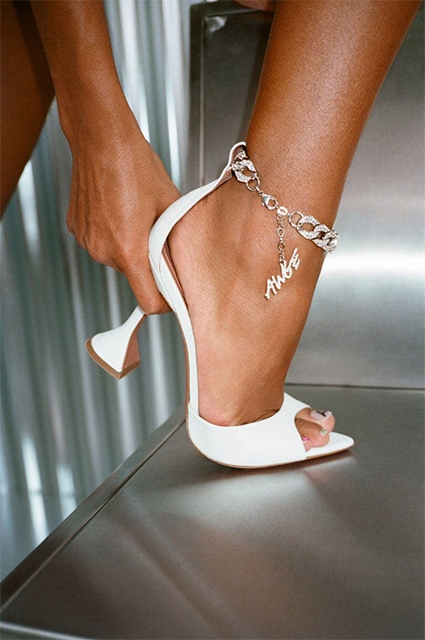Тина Кунаки в образе рэпера A$AP Rocky снялась в модной кампании обувного бренда Новости моды