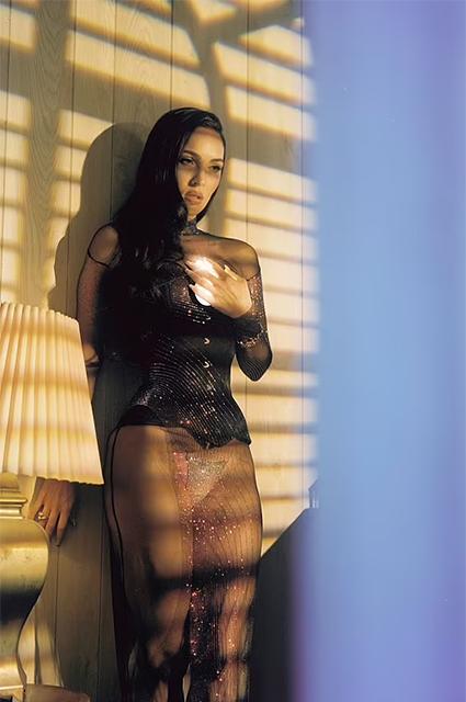 """Меган Фокс снялась в новой фотосессии и рассказала о романе с Колсоном Бэйкером: """"Наши отношения — кармические"""" Фотосессии"""