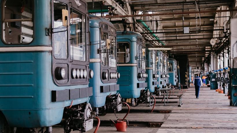 Секреты метродепо «Калужское»: закрытая станция, уменьшающиеся колеса и усатые сотрудники