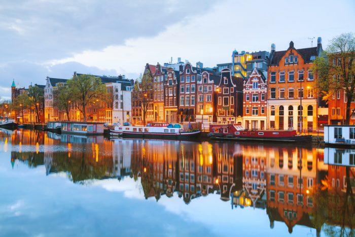 На выставку Ван-Гога: мифы про Амстердам