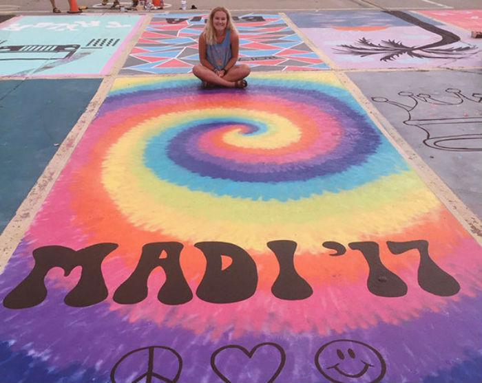 Американским школьникам разрешили раскрасить свое парковочное место