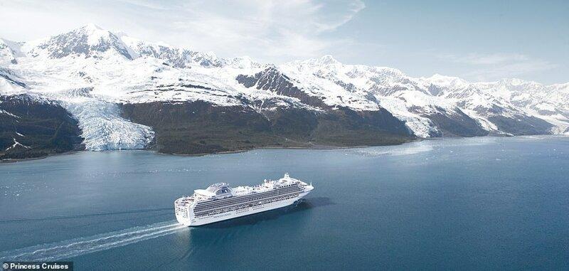 26. Судно Sapphire Princess идет по фьорду на Аляске, пока пассажиры любуются захватывающим видом на ледник. В этих местах насчитывается более десятка крупных ледников, окруженных снежными вершинами красиво, красивые места, круиз, круизы, мир, паром, путешествия, фото