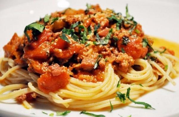 Подборка вкусных соусов к макаронам